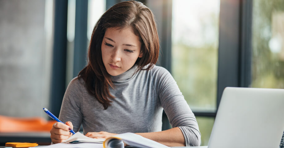 How College Programs for Adults Differ from Traditional Programs