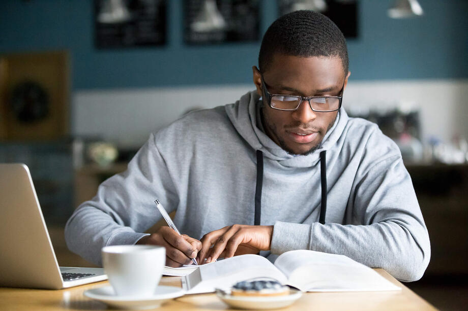 8 Essential College Survival Tips for Adult Students