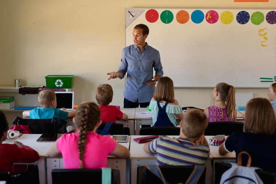 military-veteran-becoming-a-teacher-for-elementary-school-students